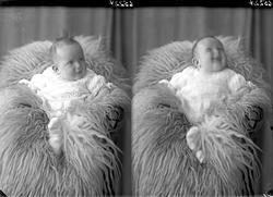 Portrett. Lite barn. Bestillt av Halvor Vik. Sundt. 127.