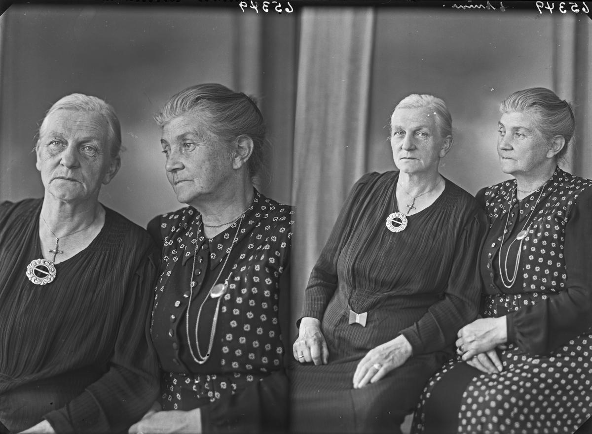 Gruppebilde. To eldre kvinner. Bestillt av Fru Johs. Hovland.