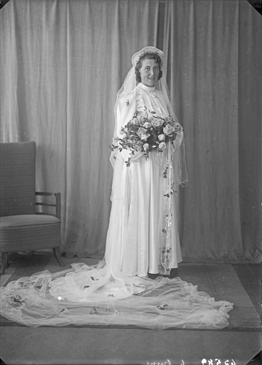Portrett. Ung kvinne. Brud. Bestilt av Erik Hanesand