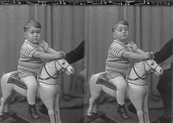 Portrett. Liten gutt - lille Sigurd. Bestilt av Martin Lie.
