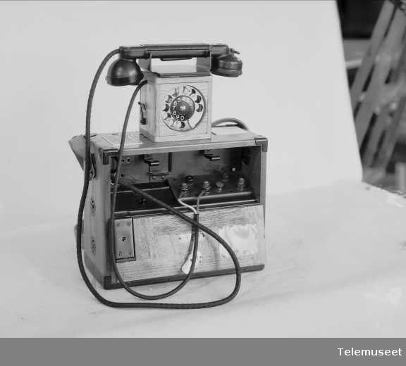Felttelefon med automatselle, Elektrisk Bureau.