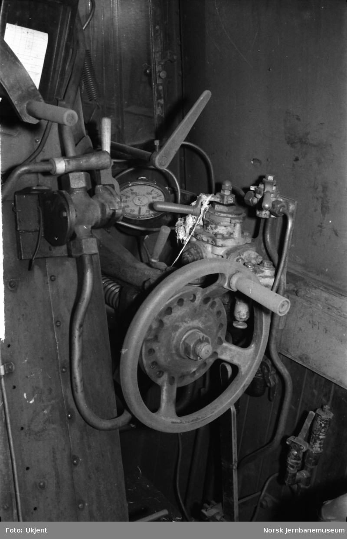 Interiørfoto førerhus damplokomotiv type 63a