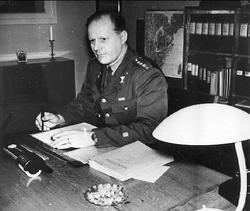 Kjell Lundström, kapten vid int. Kåren, kassachef vid lv 1/