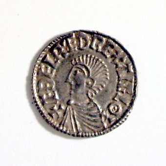MYNTET SLAGET FÖR ETHELRED II 978-1016. LÅNGT KORS )( BRÖSTBILD. FUNNET 1873 I KLOSTERTRÄDGÅRDEN VARNHEM.