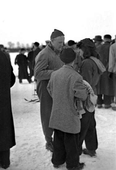Bildtext: Korpstafett på skidor 1945. Foto: Stig Rehn, Skara.