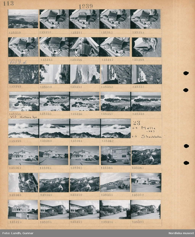 """Motiv: Mölle, Hos Gunnar Vallentin m. """"Kickan"""", Mölle; Landskapsvy med strand och hav, en kvinna spelar dragspel vid ett tält, landskapsvy av en skog, människor sitter vid en uteservering vid en strand.  Motiv: Mölle -383, Stockholm; Exteriör av en byggnad med skylt """"Kullahus"""" med parkerade bilar, vy över bebyggelse."""