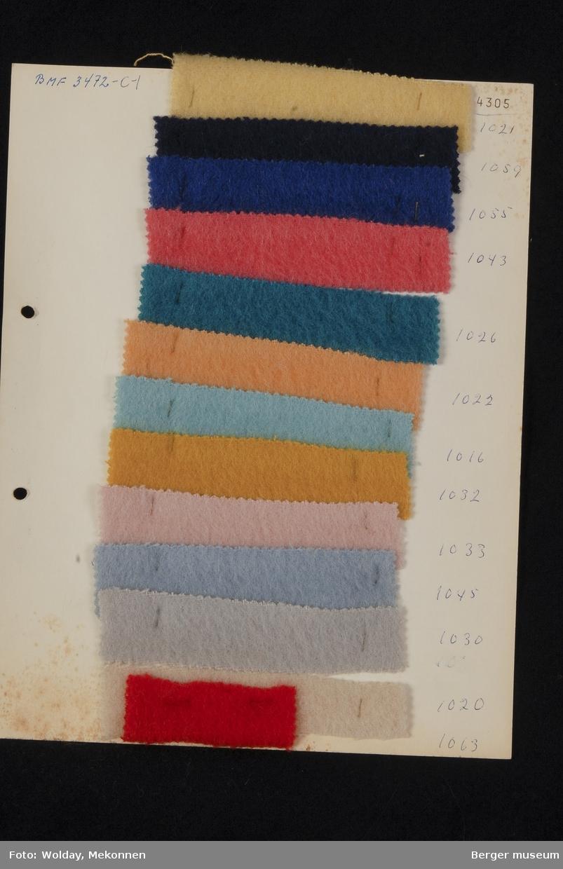 Ark med 13 små prøver Kåpe Kvalitet 4305 Stykkfarget
