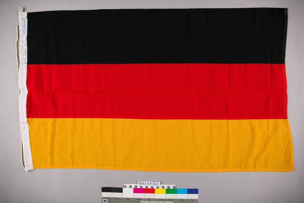 Tysk flagg i liten størrelse.