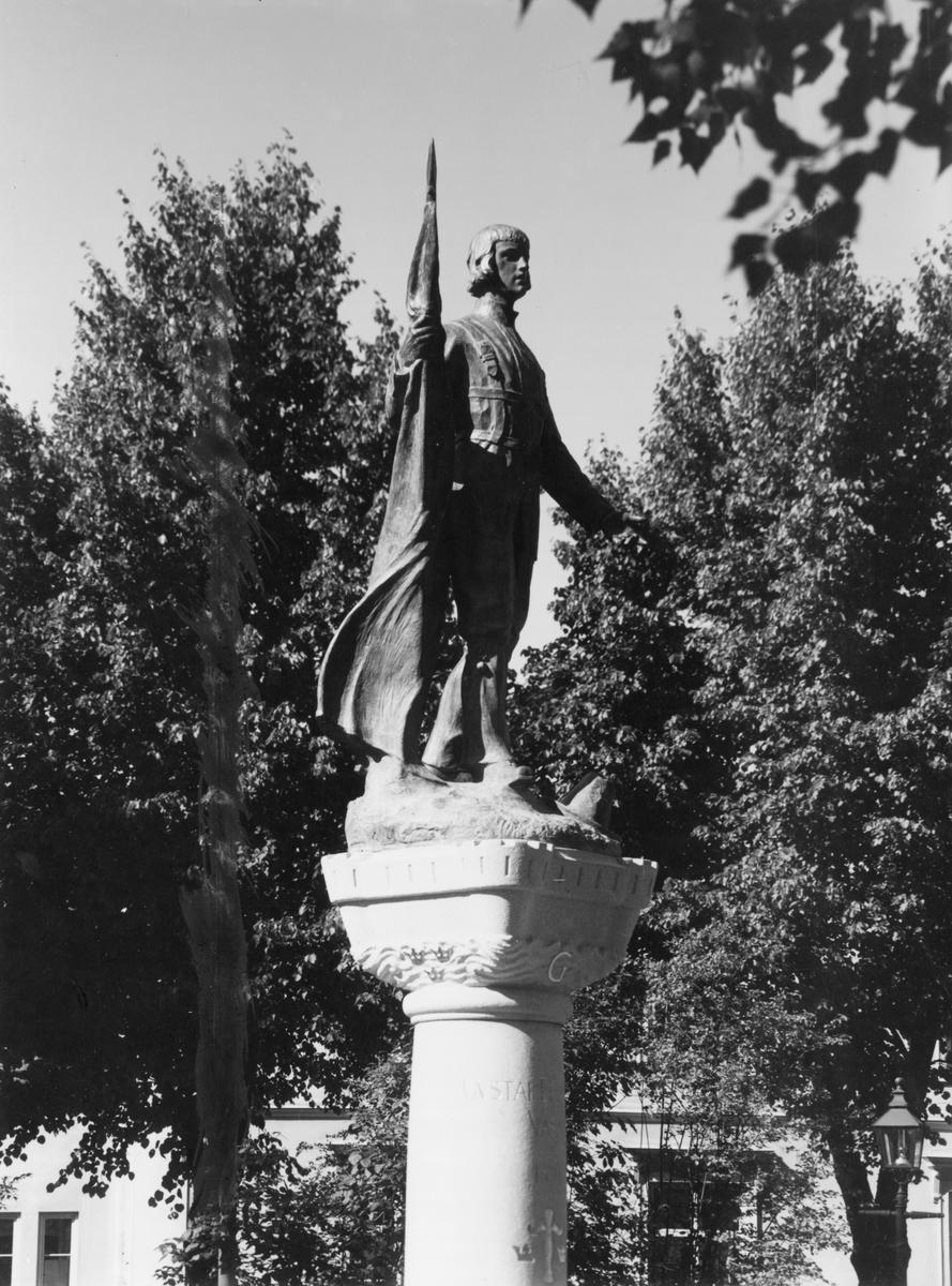 Gävle stad – Väster. Gustaf Wasa-statyn i Kvarnparken.