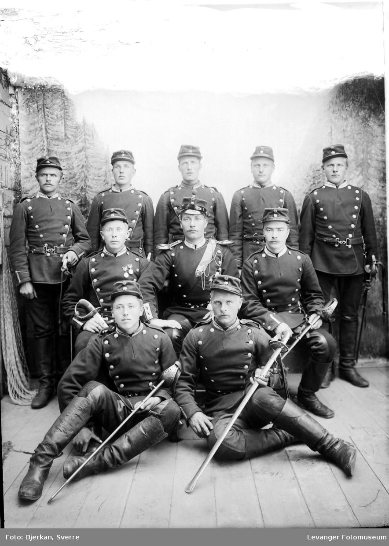 Gruppebilde av militære.