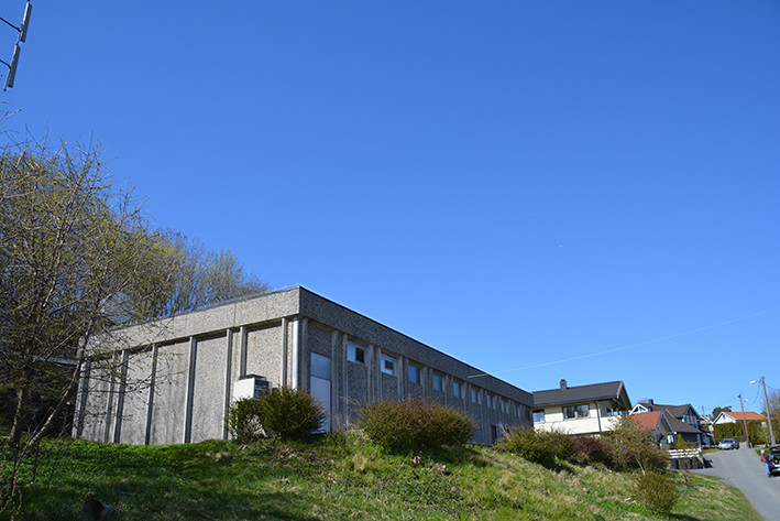 Jeløy automatiske telefonsentral i LN-hall oppført av prefabrikkerte betongelementer fra ingeniør P. A. Bakkejord AS.