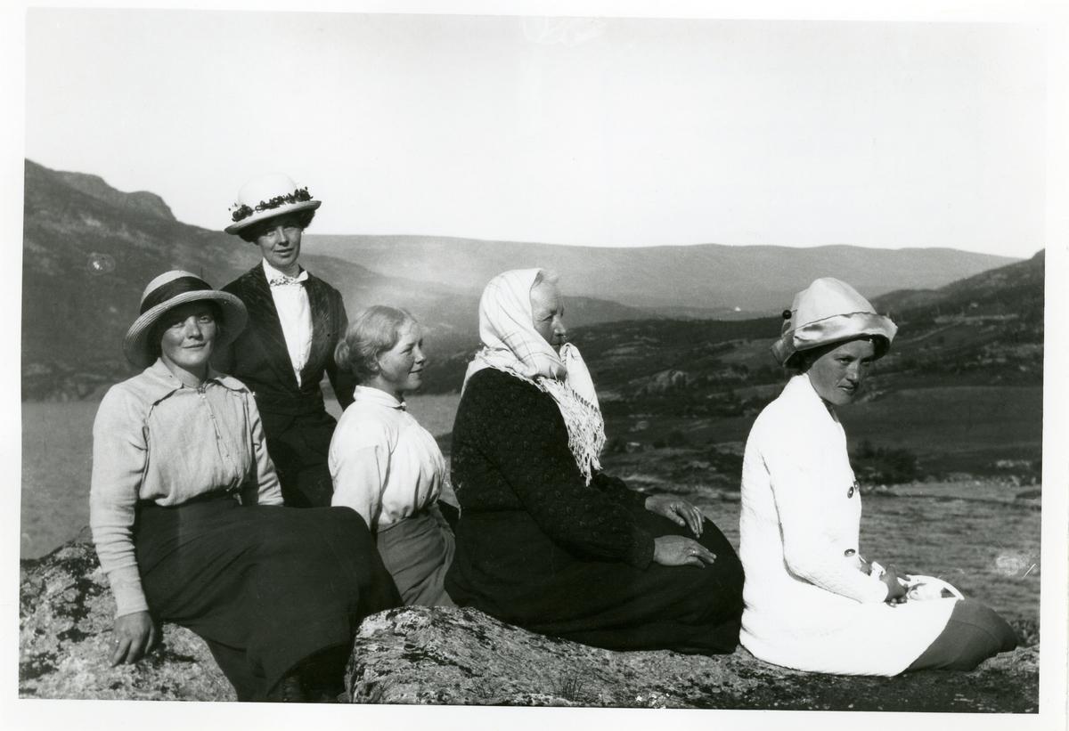 Kvinner i Vang, 1913.