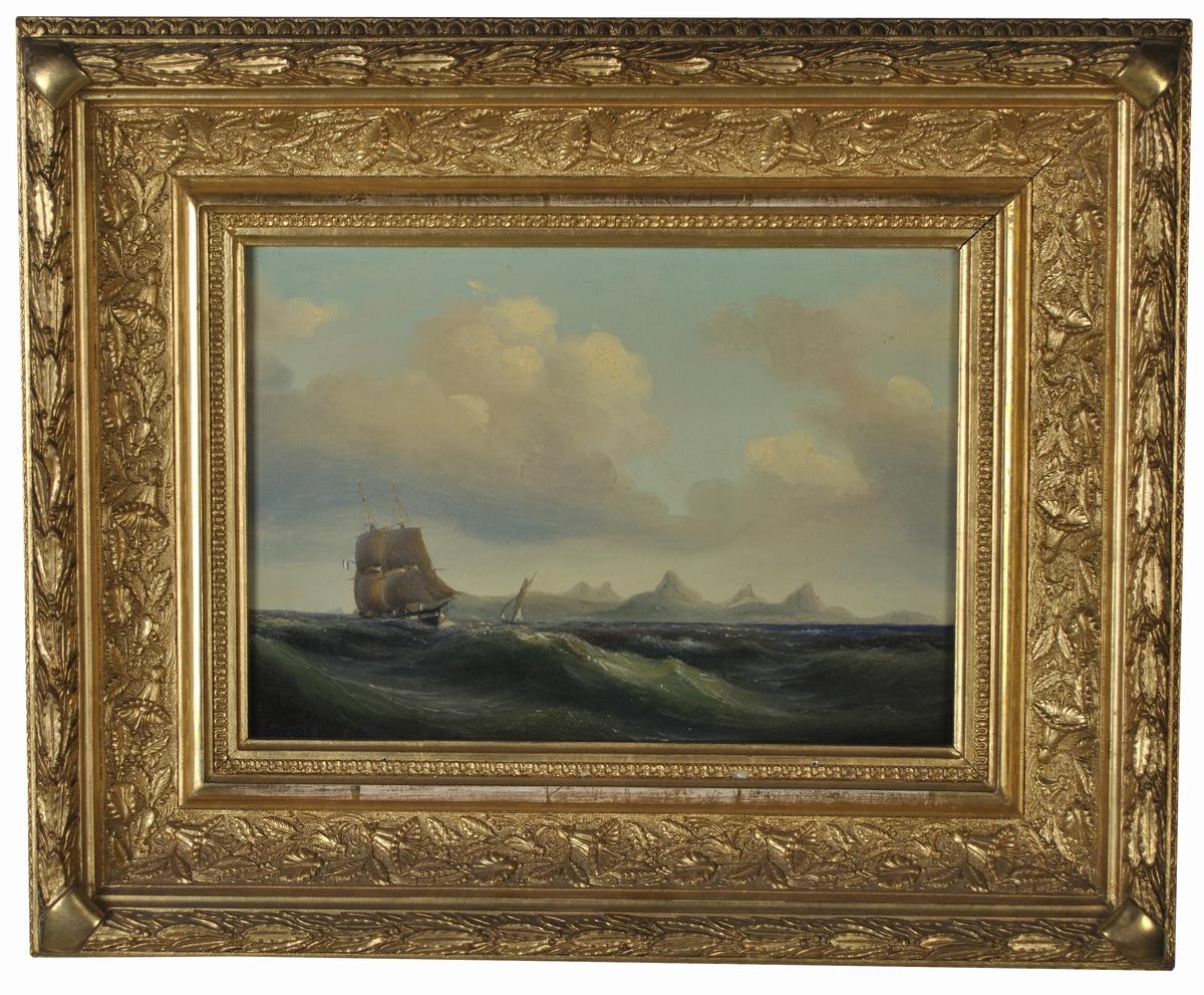 Fartyg på hav med den svenska kolonin (1784-1878) Saint-Barthélemy i bakgrunden. Sedan 1878 är ön en del av Frankrike och ligger i Karibien.