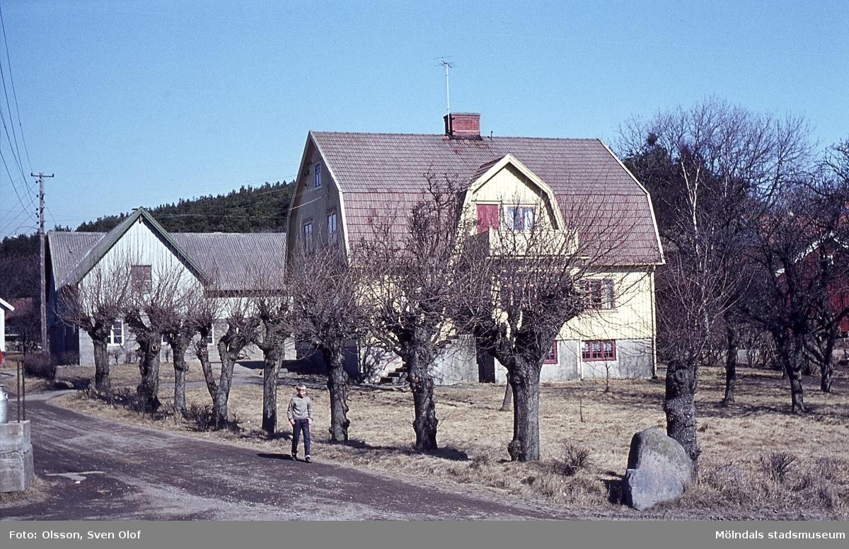 Bebyggelse på Västergården 3 (Kanans) i Fässberg, Mölndal, år 1965.