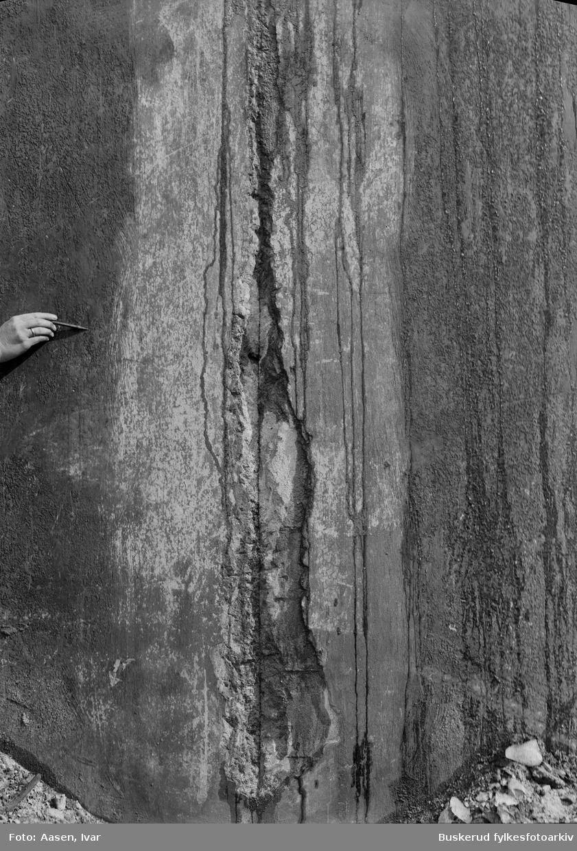 Tunhovd-demningen. Sprekk i muren