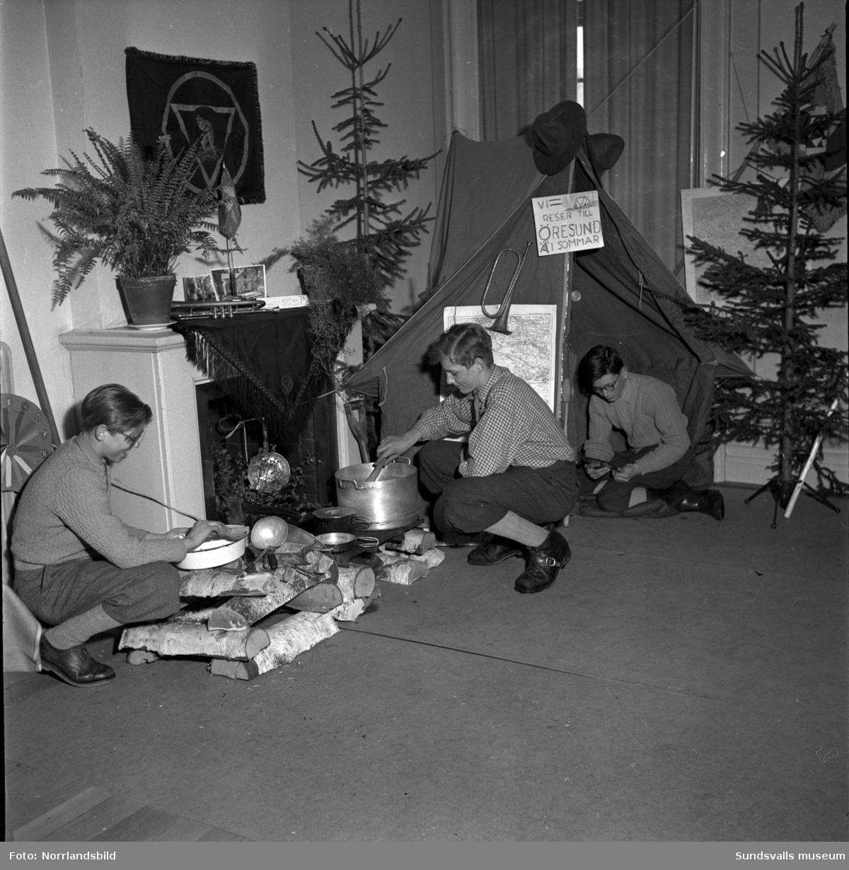 KFUM:s 40-årsjubileum, tre scouter planerar en resa till Östersund mot sommaren.