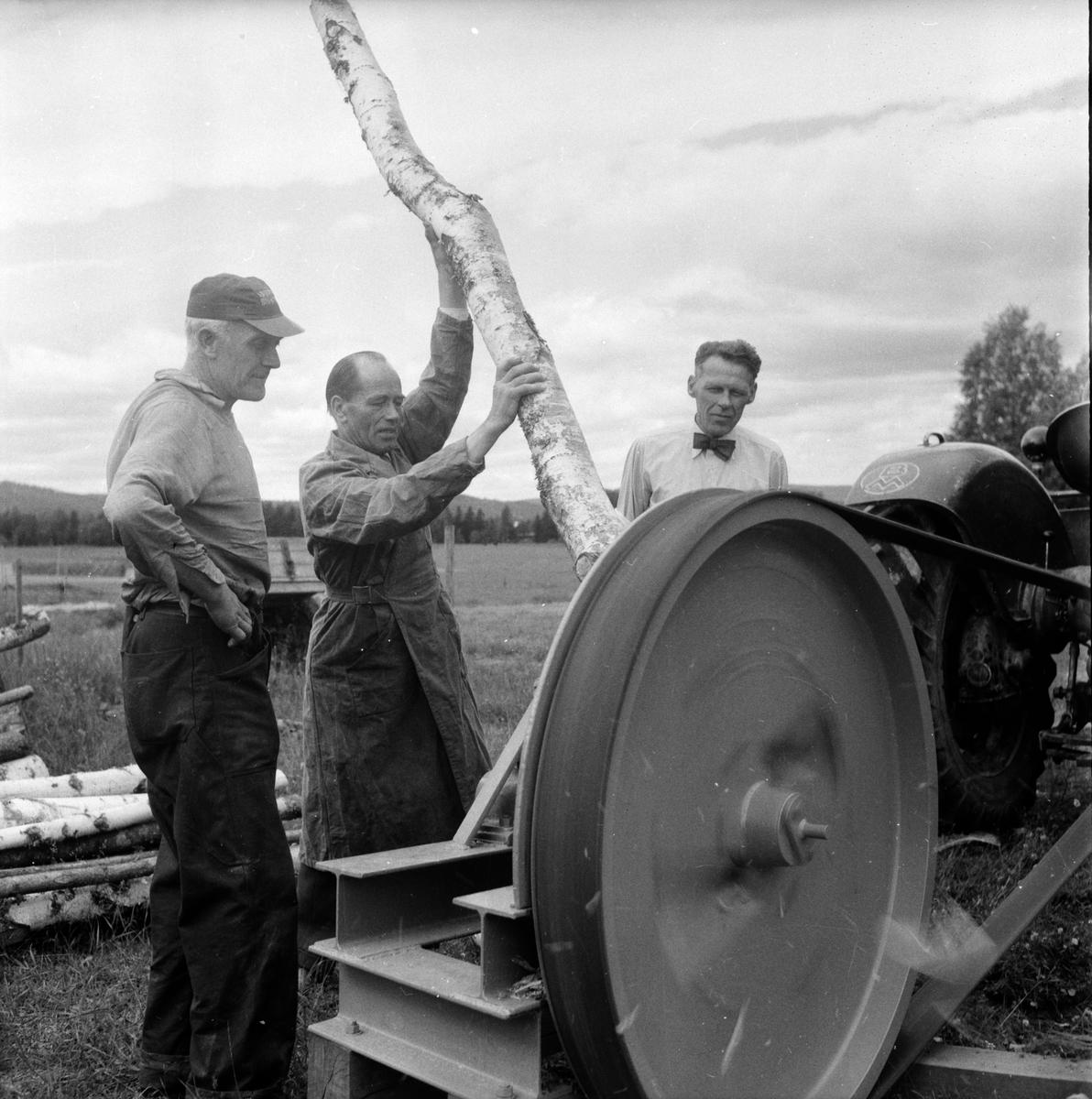 """Hälsingetuggen"" demonstreras. Landafors 16/7 1958"