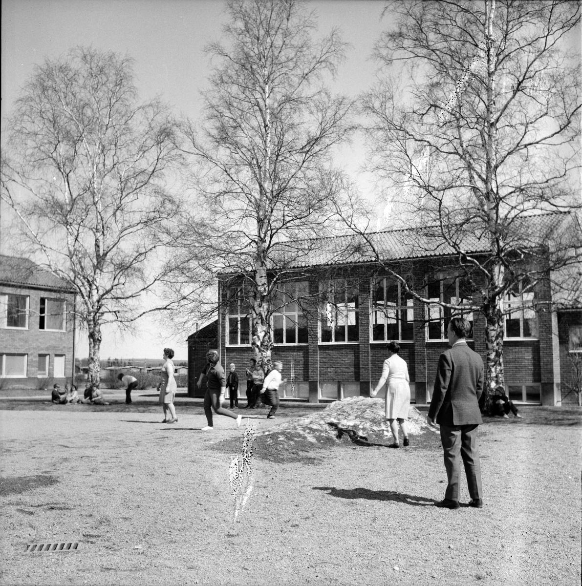 Vallsta, Skolan spelar brännboll