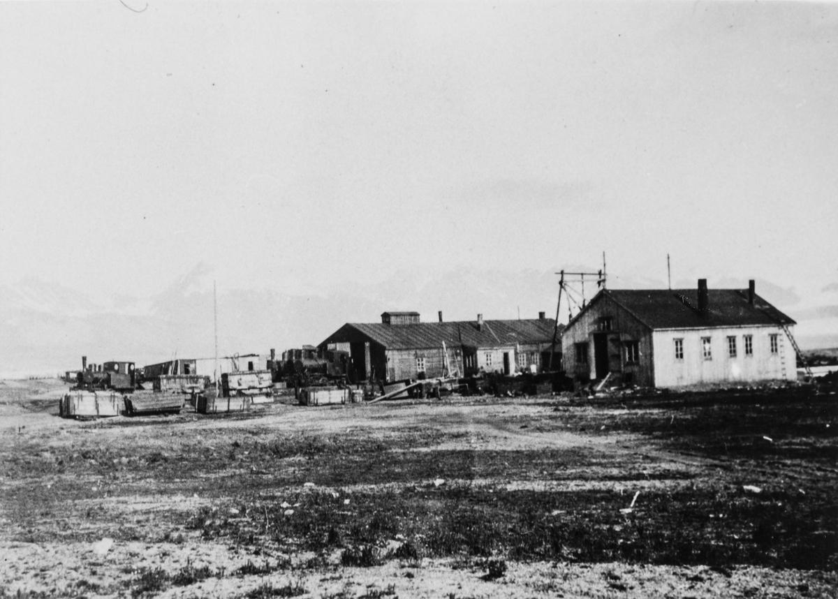 Lokomotivstall og verksted for jernbanen på Svalbard.