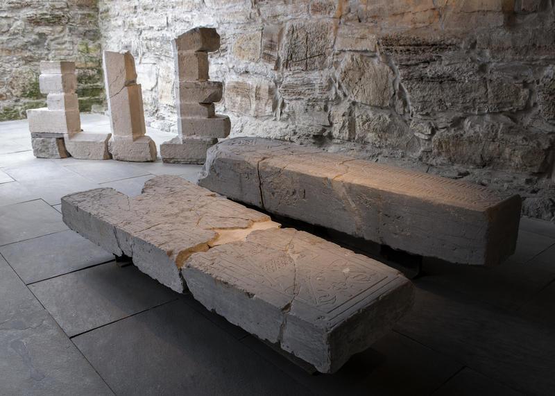 De to biskpgravsteinene der de står utstilt i dag; i Storhamarlåven, sammen med deler av et gotisk vindu. (Foto/Photo)