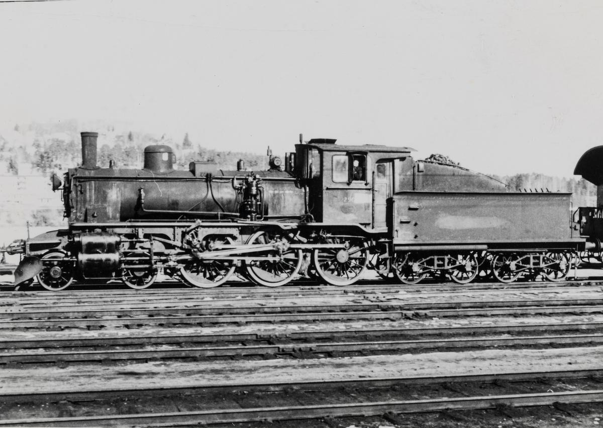 Damplok 27a 296 på Kongsvinger stasjon.