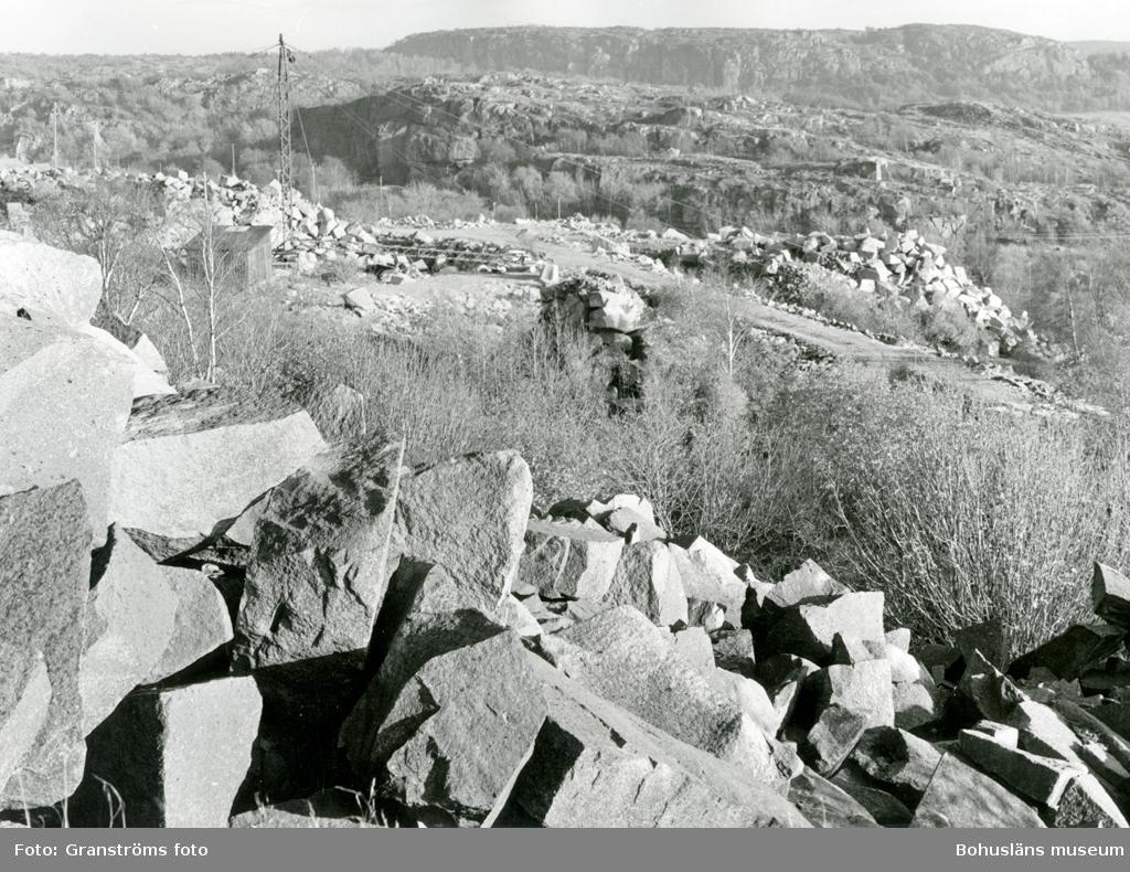 Vy över stenbrott och det omgivande landskapet