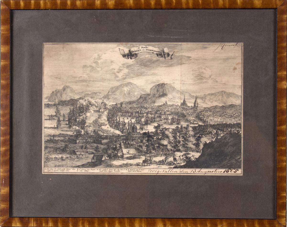 Kobberstikk viser slaget på Bergen Våg. Britiske krigsskip i ytre våg angriper den nederlandske flåten innerst i Vågen. Sett fra Nygårdshøyden mot Vågen og Sandviksfjellene.
