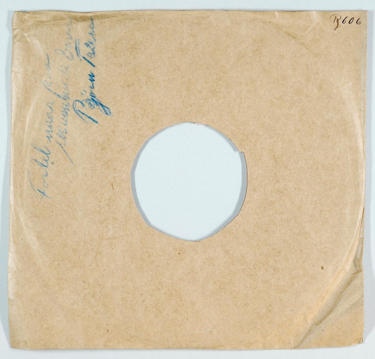 """54293.01: Svart grammofonplate laget av bakelitt og skjellak. Etiketten er grønn med skrift i gull, for tekst se """"Påført tekst/merker"""". På etiketten er det trykt en engel i gull som sitter på en grammofonplate med en fjærpenn.  54293.02: Plateomslaget til platen er laget av brunt papir som er limt. Det er påskrift på den ene siden. Omslaget har nok opprinnelig vært brukt på FTT.54255."""