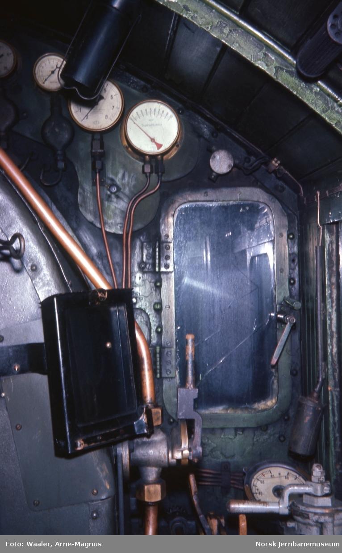 Opphugging av  damplokomotiver på Lillestrøm stasjon - monometre på type 31b nr. 431