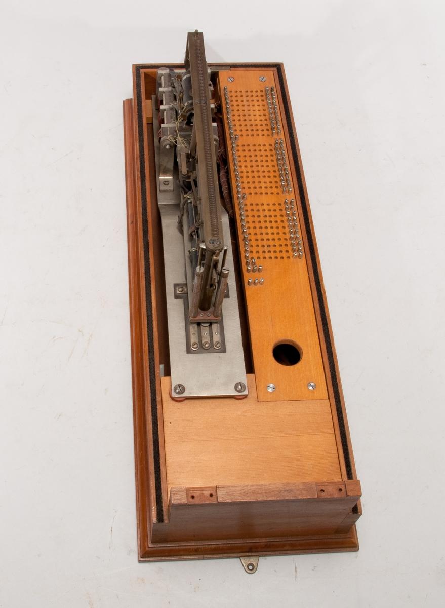 Automatisk telefonväxel med vridbar klätterväljare, väggmodell.