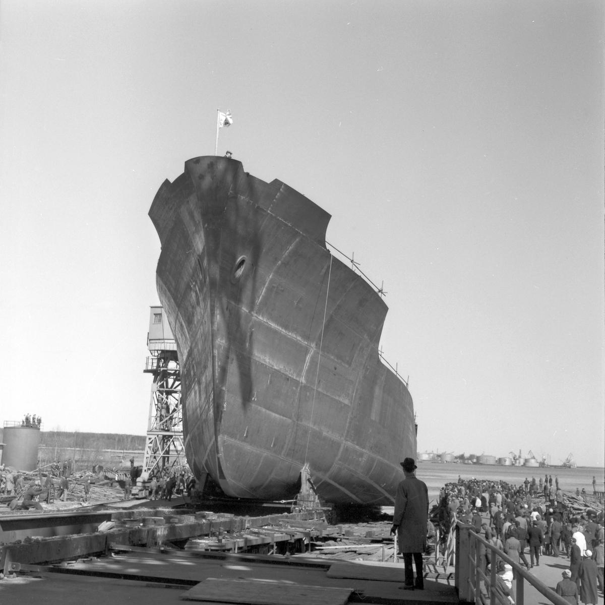 Den 18 april 1961. Gävle Varv. Stapelavlöpning av M/S 109