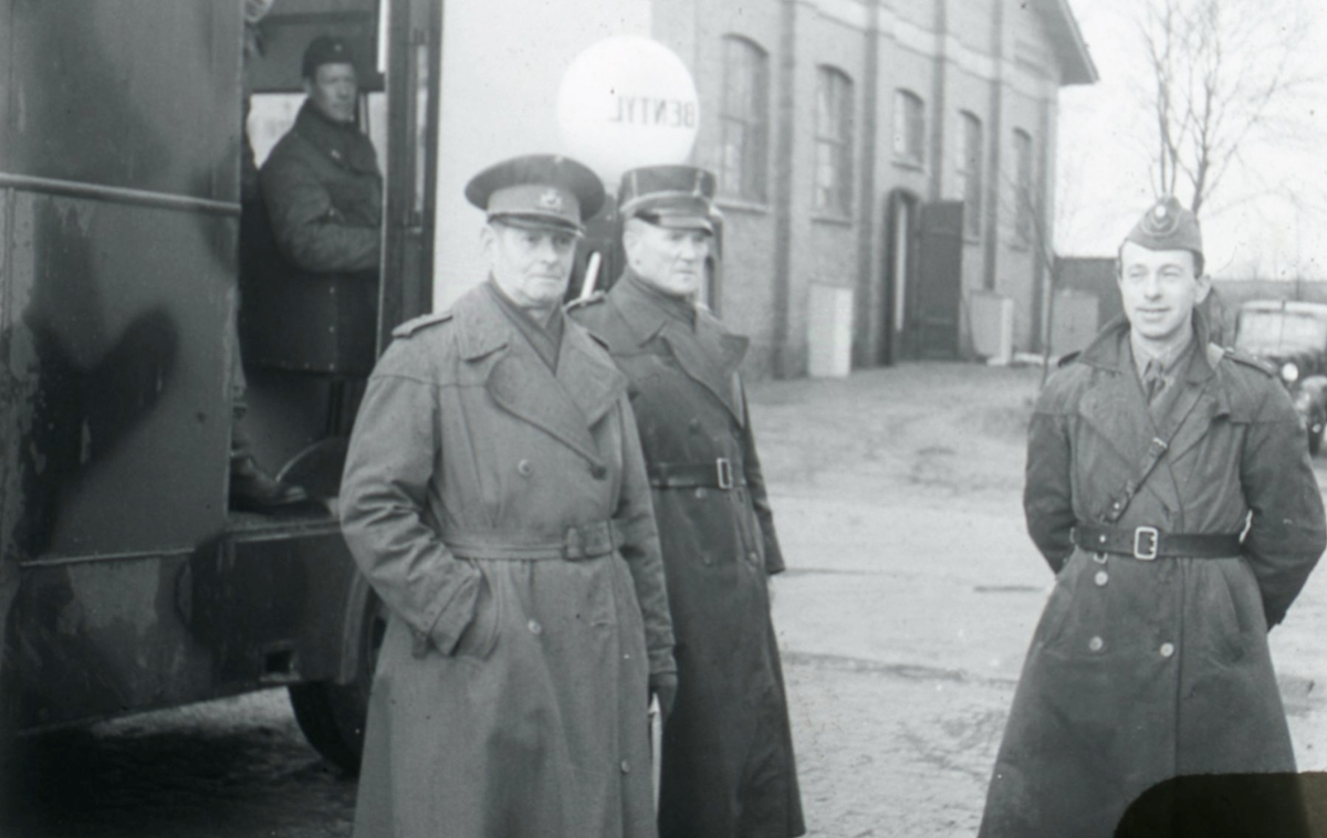 Claesson, Stenkil, löjtnanter och Strömberg, sergeant, A 6.