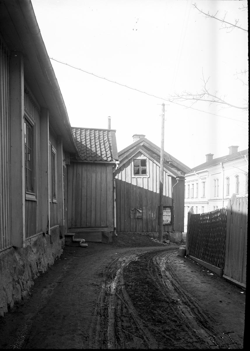 Gamla Västra Långgatan, nuvarande Mullgatan. Fotograf: Ellert Johan Viktor Sörman Fotokopia finns.
