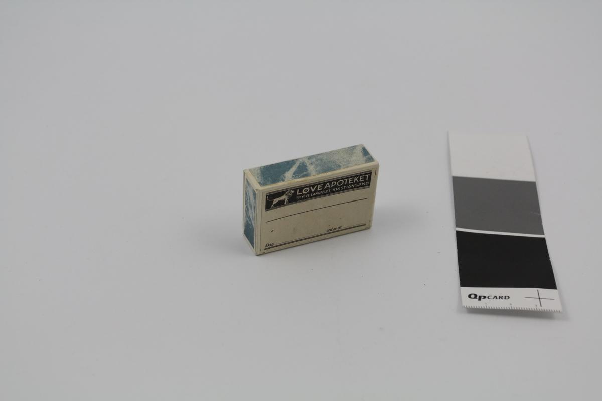 Rektangulær eske med skyvelokk, blå, av papir. Brukt til piller og dosert pulver. 3 stk.