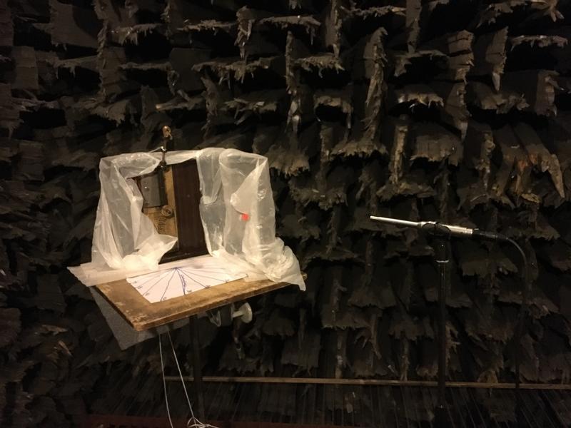 1. Oppsett i ekkofritt rom med to mikrofoner på ulik avstand