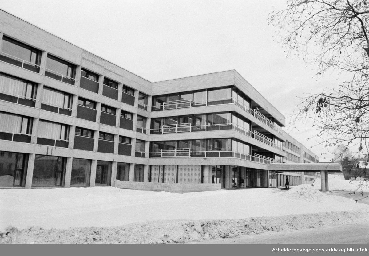Tåsen sykehjem og personalbolig åpnet. November 1973