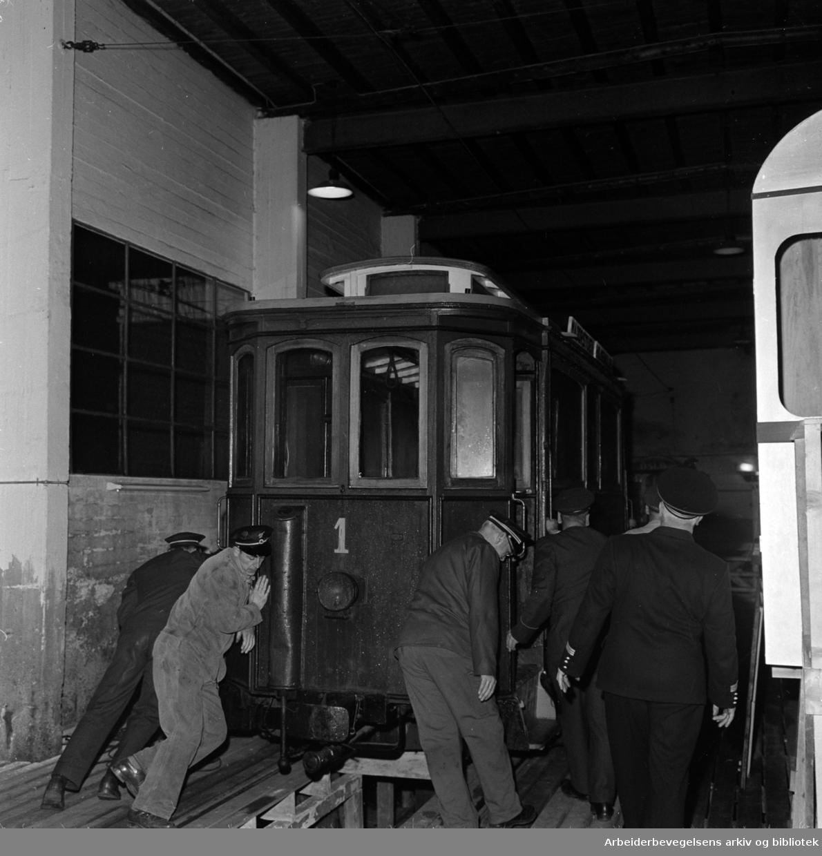 Teknisk Museum: Gammel Holmenkoltrikk til Teknisk museum. Oktober 1959