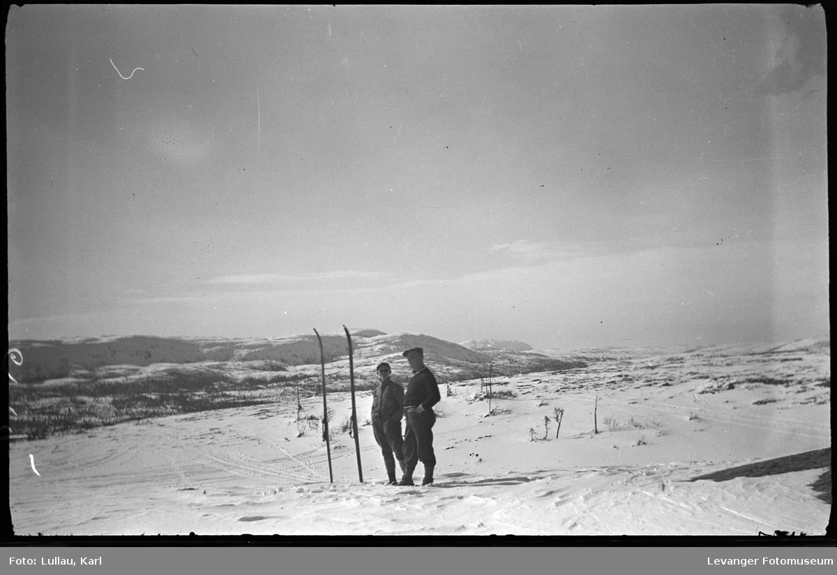 Karl Ertsaas og Karl Lullau på skitur.