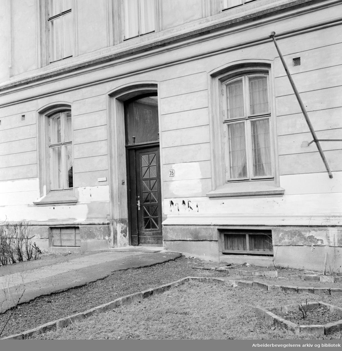 Spanske Ambassade. April 1963