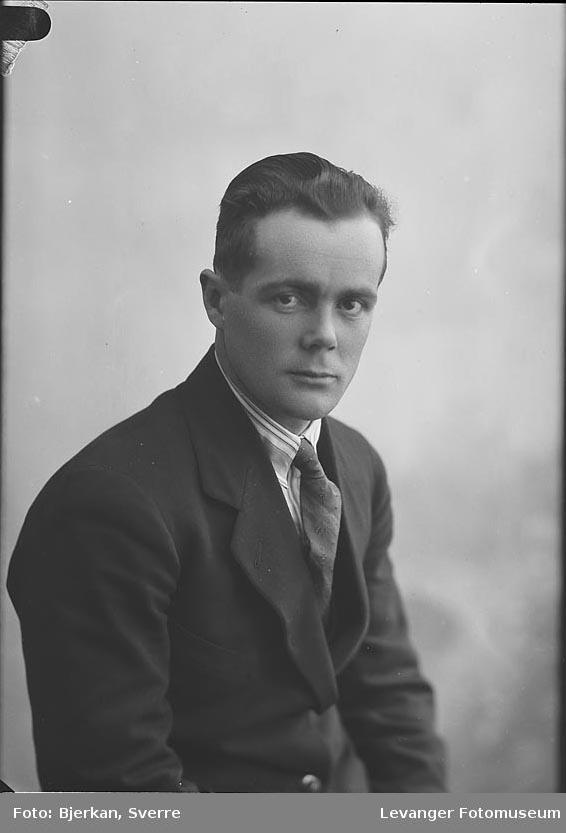 Portrett av Oskar Skånes