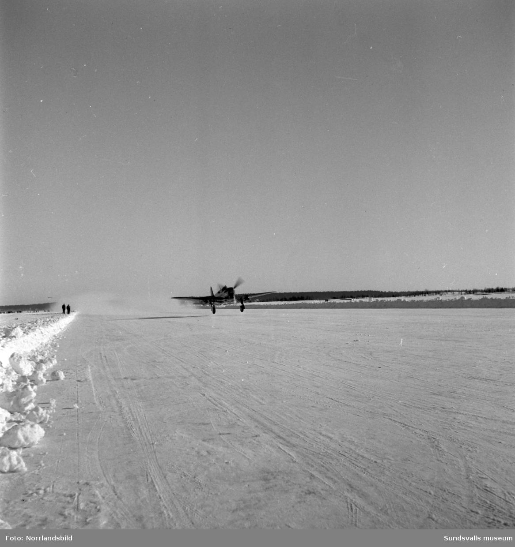 Vinterbilder från Midlanda flygplats med mindre plan. Segelflyg?