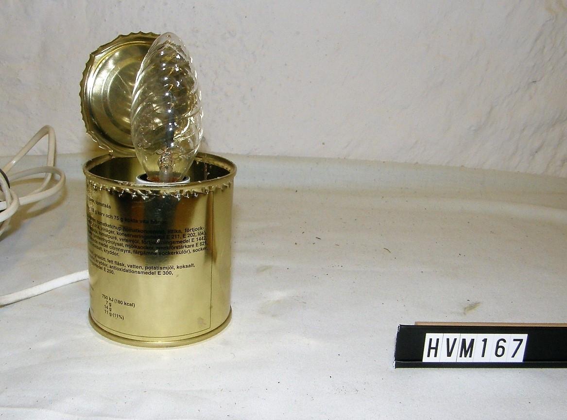 Lampa tillverkat av guldburk