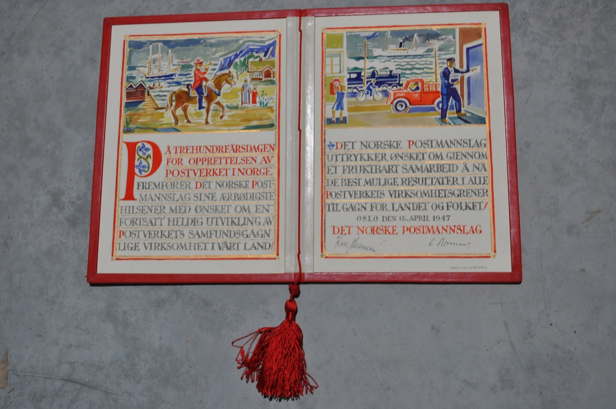Rødt skinnomslag med tekst og tegning på innsiden.