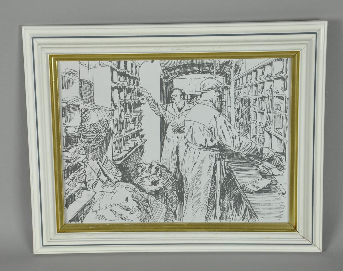 Litografi i ramme. Motiv av to menn som sorterer post i en postvogn. Uten farger. Rammen er hvit, med gullkant.