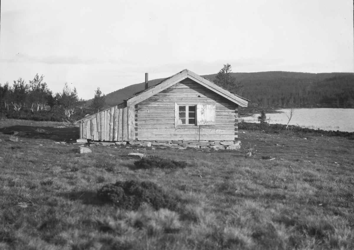 Ringebu. Bu ved Langtjønnet, som ligger mellom Skardfjell og Klinkenberg