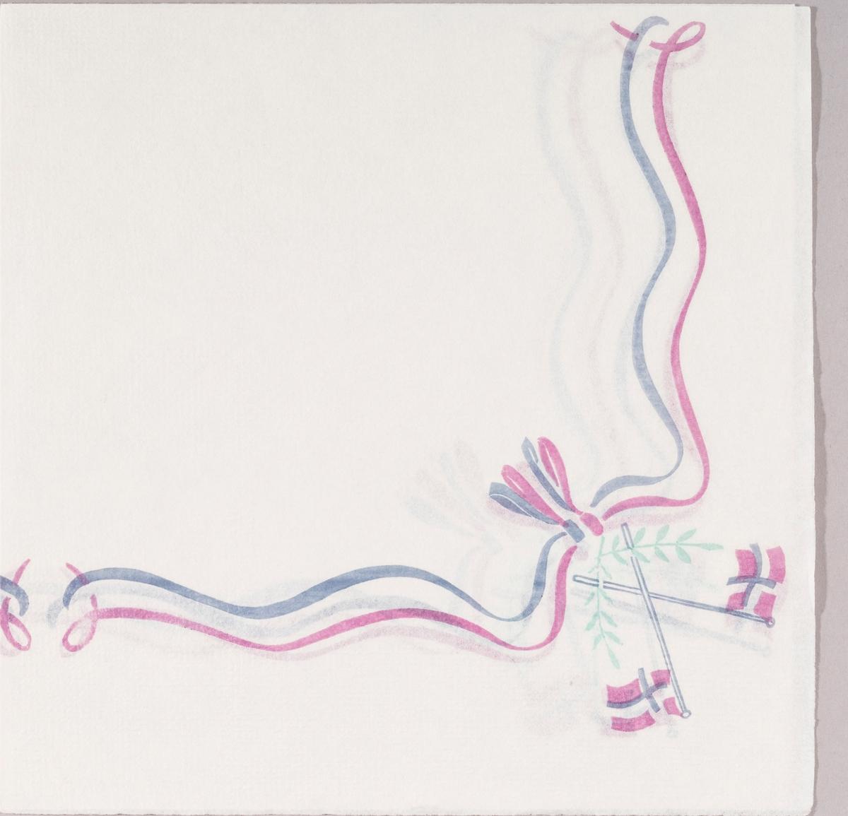 Et bånd i lilla og rosa med sløyfe. To norske flagg i kryss. To grønne blader.