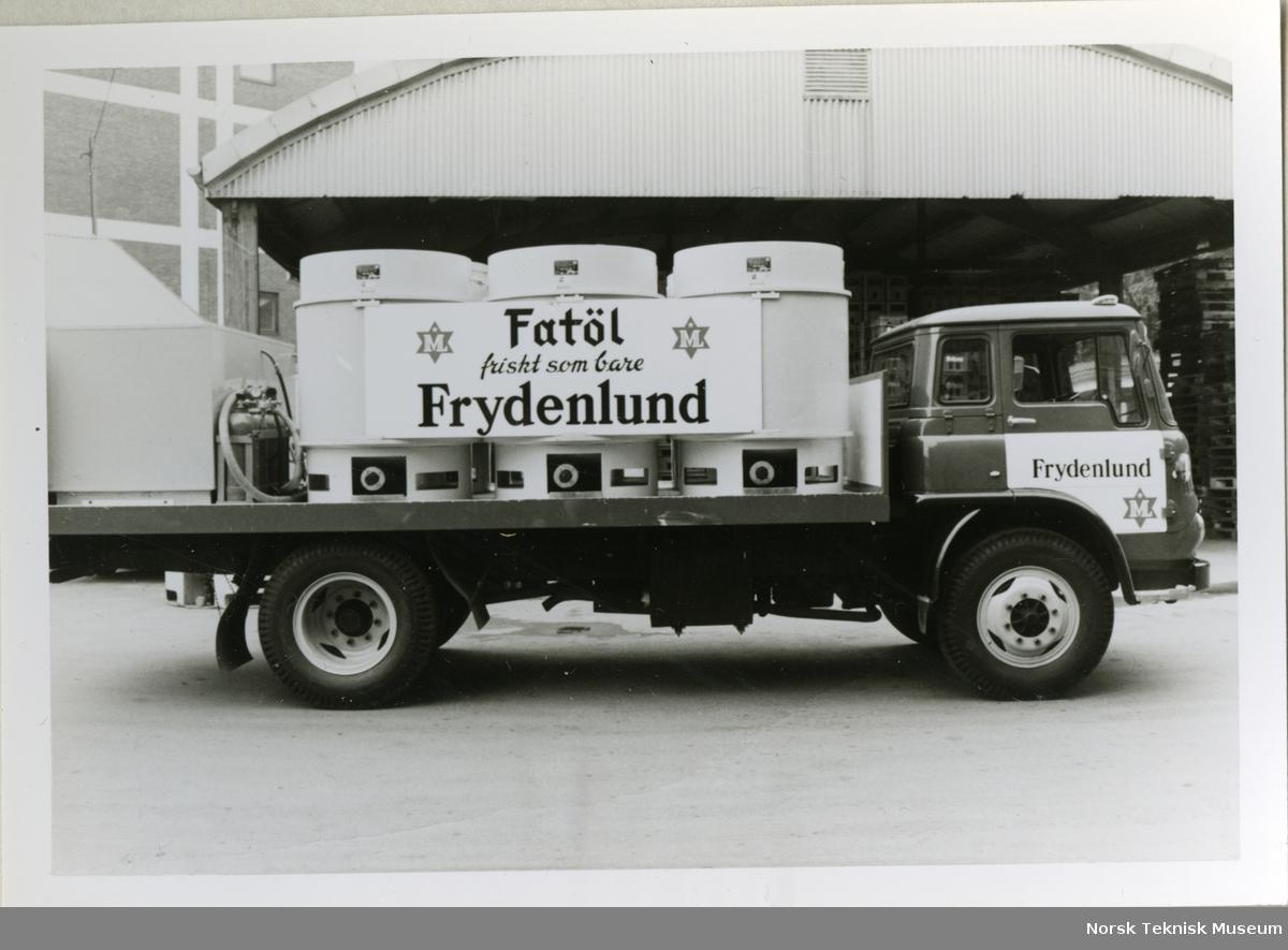 varebil med tankøl på last