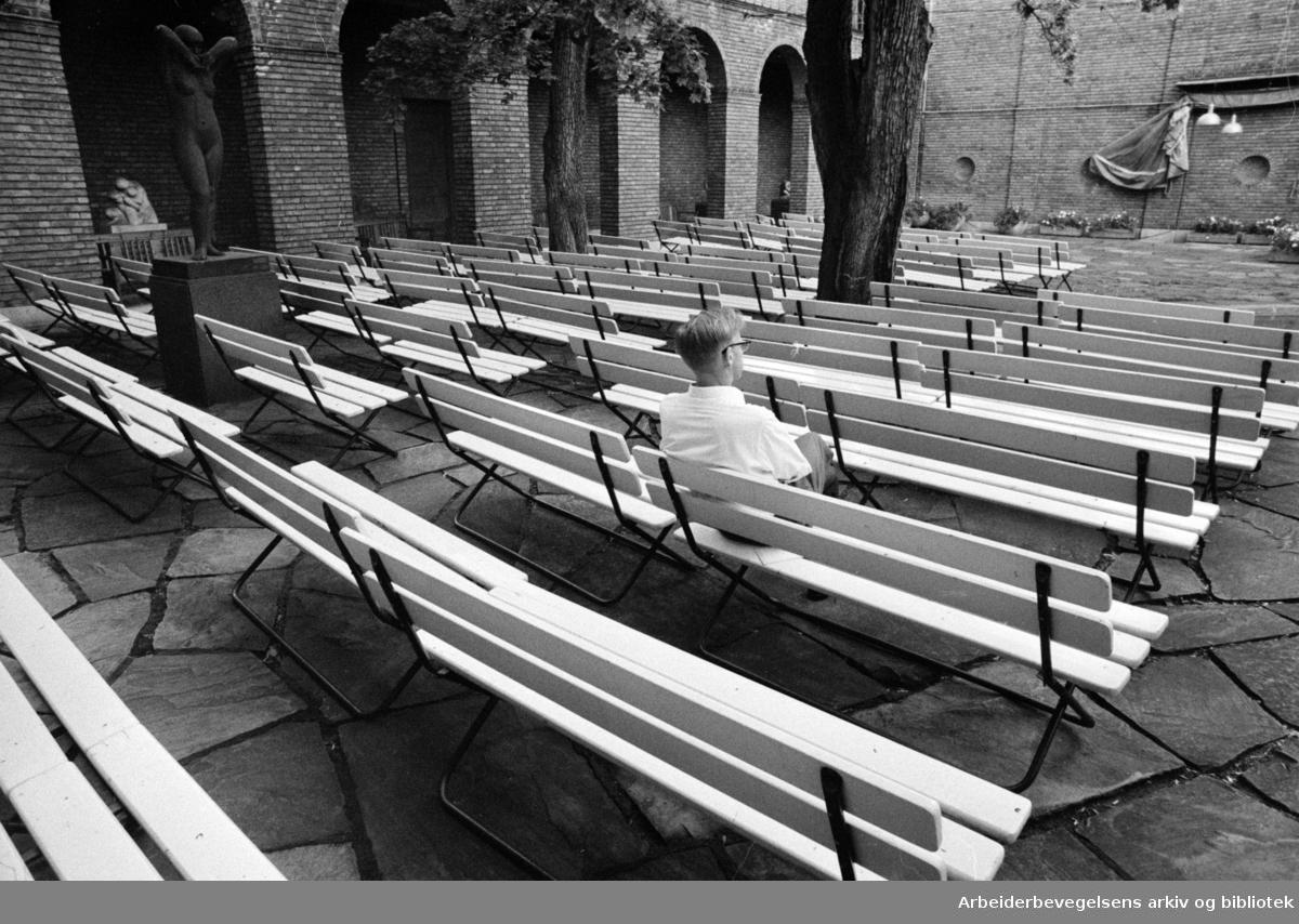 Vigelandsmuseet. Borggården i museet. Juli 1970