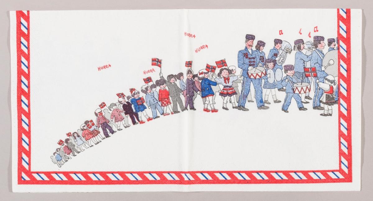 17. mai tog med skolebarn og korps. Barna roper hurra og korpset spiller musikk.