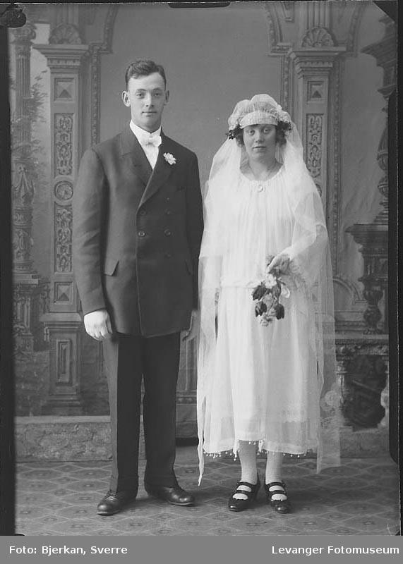 Portrett av et brudepar. Mannen heter Konrad Rian